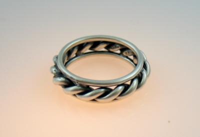 Objektfotografie und Produktfotografie: gedrehter Ring in 925er silber im Kundenauftrag