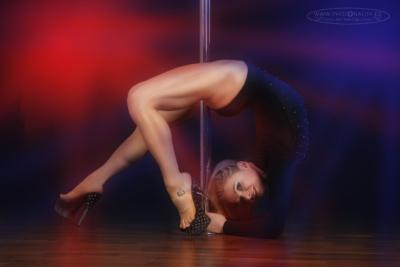 Fotoshooting mit der unglaublichen Pole-Meisterin Lea Roth. Sehen Sie dazu unbedingt auch mal in unsere Rubrik: Vorher-Nachher-Bilder! Sie werden staunen, wie das Bild im Original aussah....
